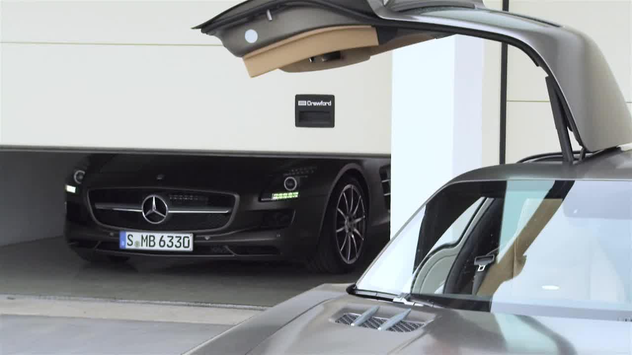 2012 Mercedes-Benz SLS AMG Roadster Trailer